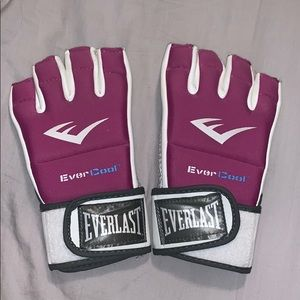 Other - Everlast Kickboxing Gloves Size S/M